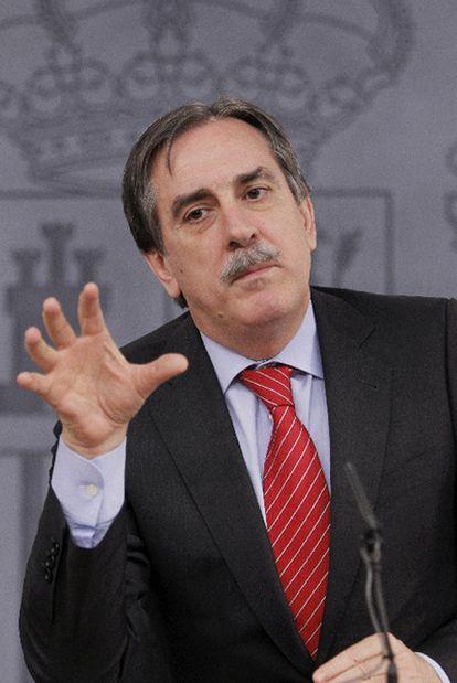 El ministro de Trabajo, Valeriano Gómez, ayer.