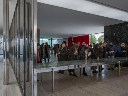 Instalación en el pabellón Mies Van der Rohe para reivindicar la figura de Lilly Reich.