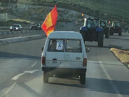 Tractores en la carretera entre Alcalá y Alcaudete, en la provincia de Jaén.
