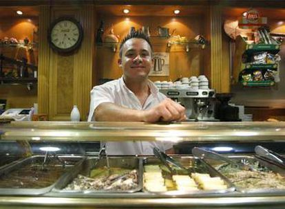 El ecuatoriano Richard Hidalgo, ayer en su lugar de trabajo, un bar restaurante madrileño