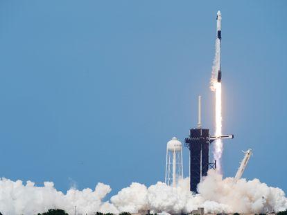 El despegue de la nave espacial SpaceX Falcon 9.