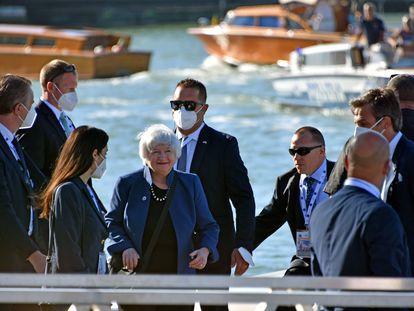 Janet Yellen (en el centro), secretaria del Tesoro de Estados Unidos, a su llegada al encuentro del G-20 en Venecia, este viernes.