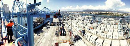 Tráfico de contenedores en el Puerto de Algeciras.