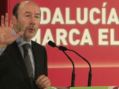 Alfredo Pérez Rubalcaba, durante un acto celebrado ayer en Sevilla.