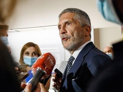 El ministro del Interior, Fernando Grande-Marlaska, en la inauguración de la exposición conmemorativa del 75 aniversario del DNI en Toledo el pasado lunes.