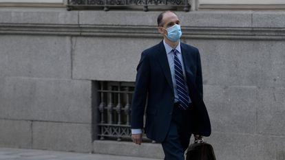 El inspector de la Policía Manuel Morocho se dirige a la Audiencia Nacional para prestar declaración en relación al 'caso kitchen', el pasado 15 de junio.