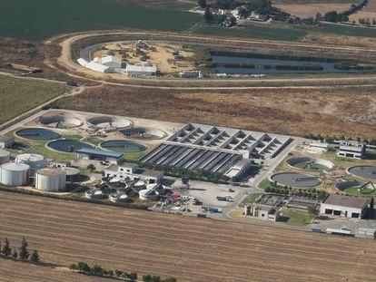 Instalaciones de la estación de depuración de aguas residuales de Palomares del Río (Sevilla).