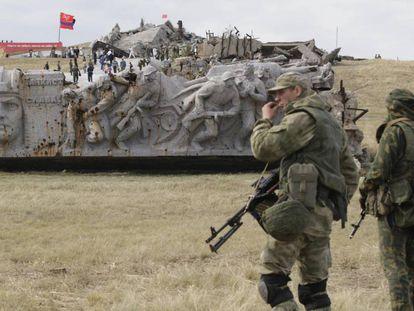 Milicianos de la autoproclamada República Popular de Donetsk en el 75 aniversario de la liberación del Donbás de la ocupación nazi.