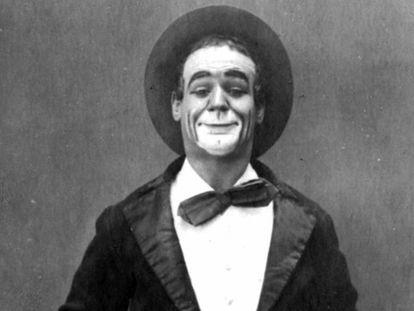 Una de las pocas imágenes promocionales de Marcelino Orbés, el payaso de Jaca que acabó triunfando en el Hippodrome de Nueva York. En vídeo, imágenes del documental sobre Orbés.