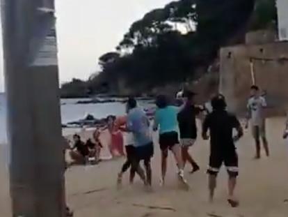 La Policía Local de Palafrugell investiga una pelea con un herido leve en la playa de Llafranc