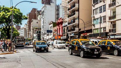 Avenida en el centro de Buenos Aires.