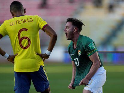 Fernando Saucedo de Bolivia celebra un gol contra Colombia, en las eliminatorias rumbo a Qatar 2022.