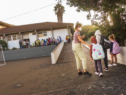 Alumnos de los colegios de Puerto Naos, Todoque y Los Campitos, reubicados en el antiguo centro de educación especial Princesa Acerina, en Los Llanos.
