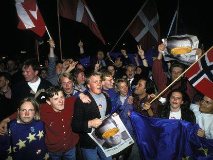 Manifestantes a favor del Tratado de Maastricht en el referéndum danés, en 1993.