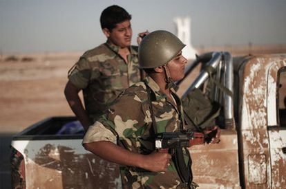 Rebeldes libios de camino a Brega.