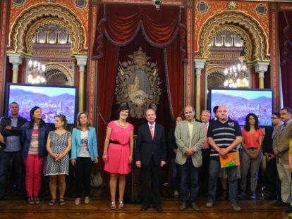 Recepción en el Ayuntamiento de Bilbao a los participantes en el programa de 'Vacaciones en Paz'.