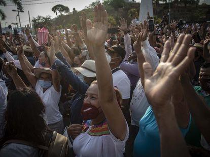 Según el sondeo realizado a 400 personas, Evelyn Salgado es la candidata a la que votaría la gente con un 44% y aventaja dos a uno en las intenciones de voto frente al candidato del PRI.
