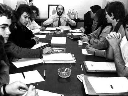 Varios representantes estudiantiles reunidos con Rubalcaba, entonces Secretario de Estado de Educación, el 11 de diciembre 1986.