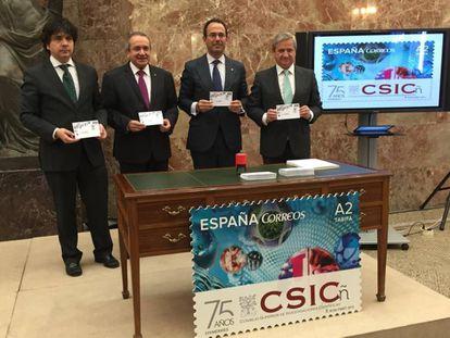 Presentación de un sello por el 75 aniversario del CSIC, fundado en 1939.