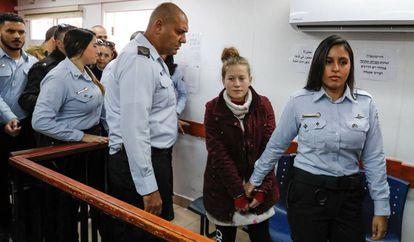 La adolescente palestina Ahed Tamimi, ante un tribunal militar israelí en diciembre de 2017.