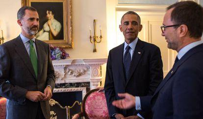 El rey Felipe VI, el presidente de EE UU Barack Obama y el embajador Costos, en Nueva York (2014).