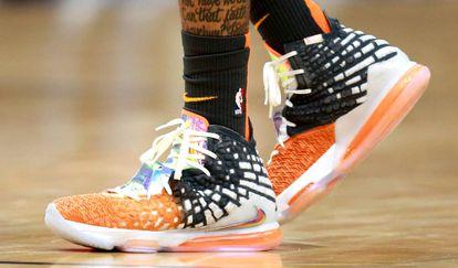 Detalle de unas zapatillas Nike durante un partido de la NBA.