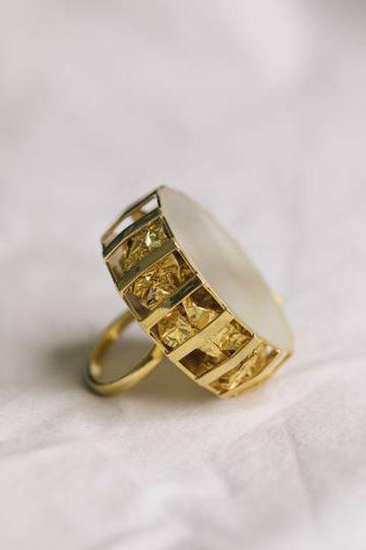 Sortija Cage, de la colección L'Or dans L'Univers.