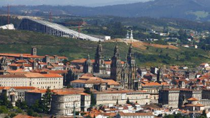 Vista de Santiago, con la Ciudad de la Cultura al fondo.