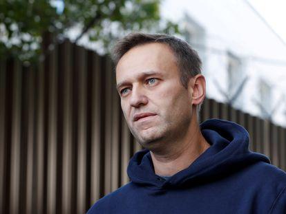 El opositor ruso Alexéi Navalni, tras ser liberado de un centro de detención en Moscú, en agosto de 2019.