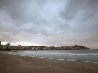 Cielo que amenazaba lluvia sobre la ciudad de A Coruña el pasado 9 de enero.