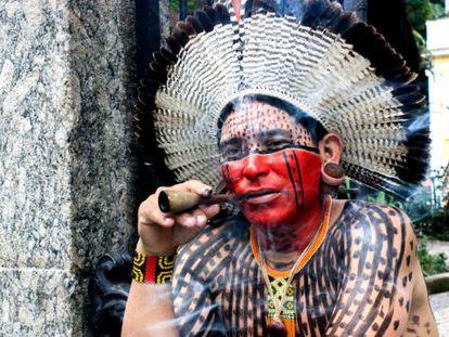 El indio pernambucano X'mayá Kaká Fulni-ô guía del Museo del Indio de Rio de Janeiro.