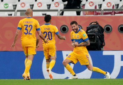 Gignac celebra junto a Aquino y González su gol.
