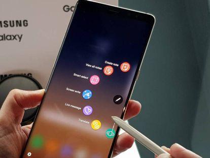 Samsung Galaxy Note 8, con su característico S Pen stylus.