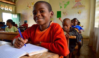 Alumnos bakas de primaria en la escuela.