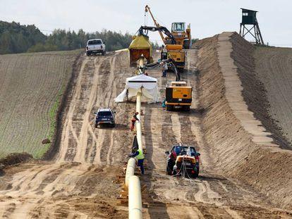 Obras de construcción de un nuevo gasoducto en el municipio alemán de Sponholz.