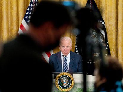 El presidente Joe Biden atiende a los medios de comunicación el 25 de agosto en la Casa Blanca.