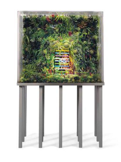 'The Extinction of Neon 5' (2018), instalación del artista estadounidense Max Hooper Schneider.