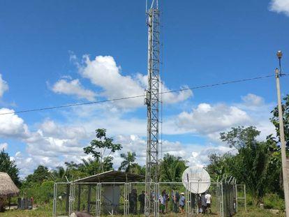 Antenas de telecomunicaciones en una zona rurak de Perú.