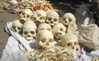 Varios restos humanos decomisados por las autoridades en el distrito de Bardhaman, en abril de 2007.