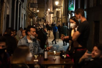 Atmosphere in the streets of Santiago de Compostela on the last day of the state of alarm.