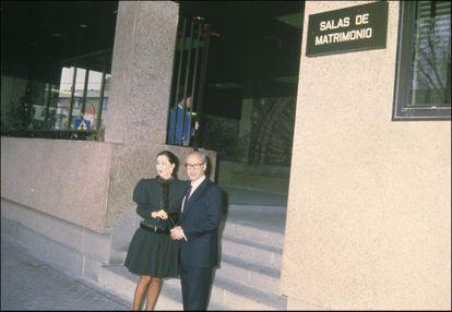 Isabel Preysler y Miguel Boyer en el día de su boda, en enero de 1988 en Madrid.
