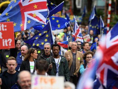 Manifestación contra el Brexit, ayer en Birmingham, donde los 'tories' celebran su congreso.