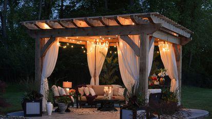 Destacamos esta guirnalda de luces led para decorar el jardín, la terraza o el balcón de casa.