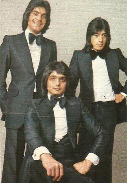 Los Chichos, fundamentales en la popularización de la rumba suburbial, vestidos de gala en los años setenta.