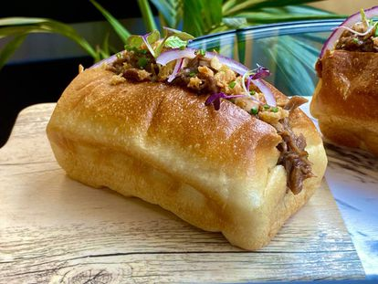 'Brioche' relleno de carrillera de la panadería de John Torres. J. C. CAPEL