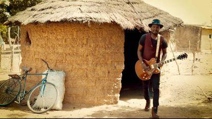 Songhoy Blues ha regresado a Bamako para decirnos que no nos preocupemos.