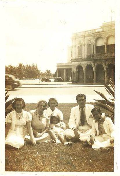 Foto familiar de José Lezama Lima de septiembre de 1939.