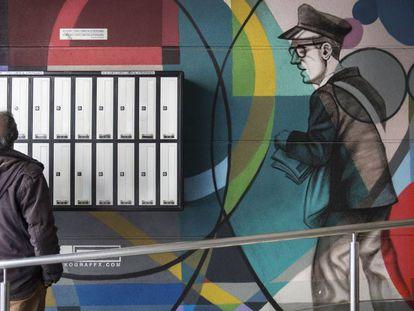 'Graffiti' en Manso, 39, único mural dedicado al sector en Barcelona, amén de la calle Alloza.