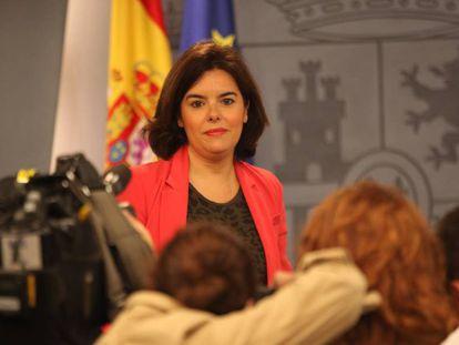 La vicepresidenta del Gobierno, Soraya Sáenz de Santamaría, en la rueda de prensa del Consejo de Ministros