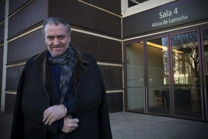 El director de orquesta ruso Valery Gergiev, fotografiado ayer ante el Auditorio de Barcelona antes de su encuentro con EL PAÍS.
